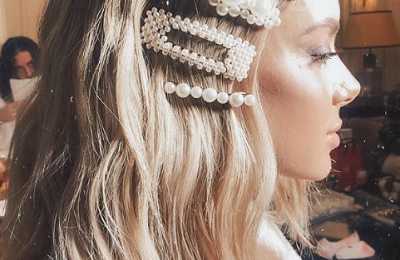 30+All kinds of jewelry in the hair.